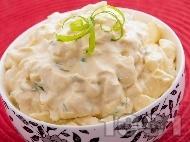 Яйчена салата с майонеза, горчица и пресен зелен лук